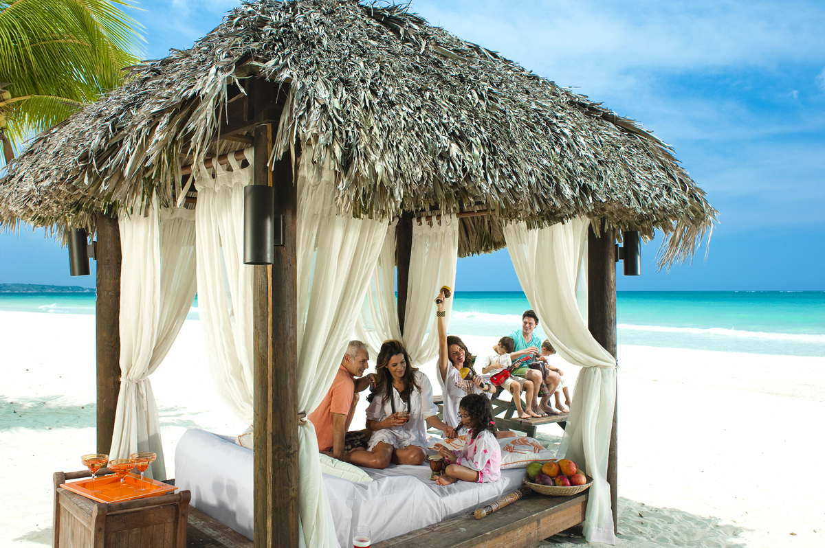 BNG_BEACH_CABANA_LIFESTYLE_MULTI_GEN_FAMILY-015_2