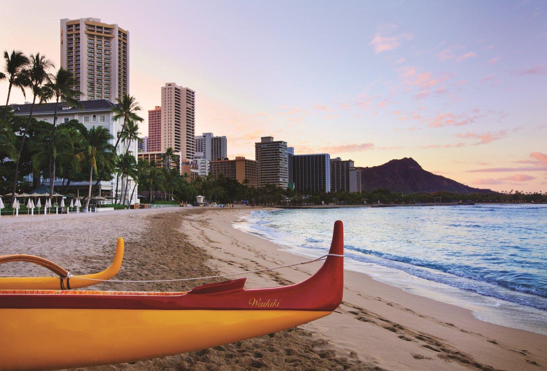 Moana Surfrider_Waikiki-canoes_1