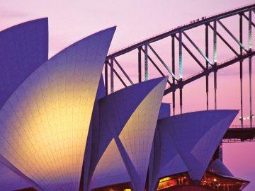 A8689F Sydney Opera House and Harbor Bridge on pink sky